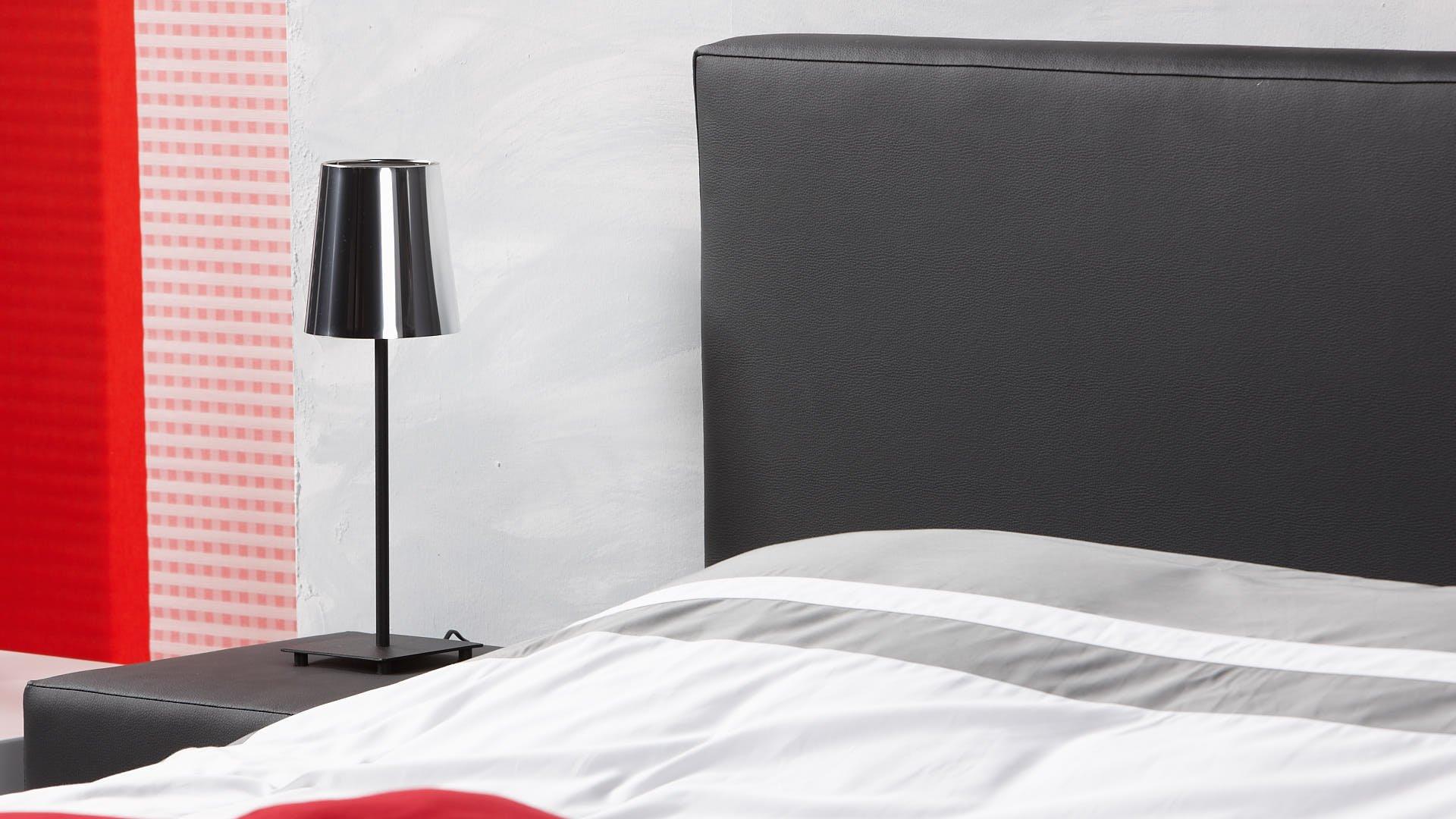 waterbed hoofdbord met nachttafelset in dezelfde kleur