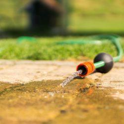 Uw waterbed leegpompen met een tuinslang. Kan dat?