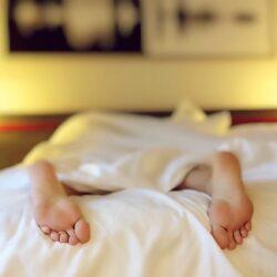 Wat is onrustig slapen en wat kunt u ertegen doen?